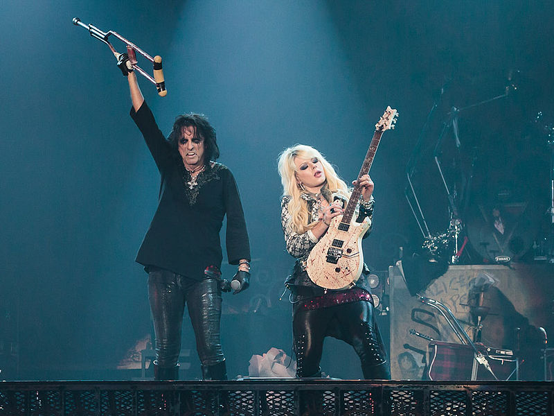 Alice_Cooper_and_Orianthi_2012-10-28[1]
